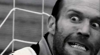 Jason Statham rapartiendo ostias Mean-machine-monaco